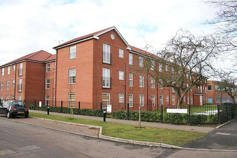 2 Bedrooms Flat for sale in Bridge Court, Welwyn Garden City, Hertfordshire