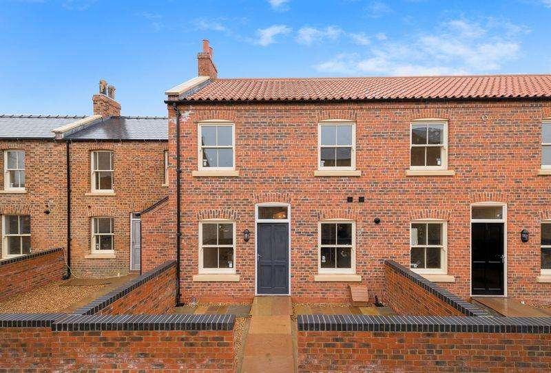 2 Bedrooms Terraced House for sale in Steadman's Court, East Street, Horncastle