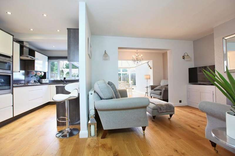 3 Bedrooms Semi Detached House for sale in Baddow Hall Crescent, Chelmsford, CM2 7BU