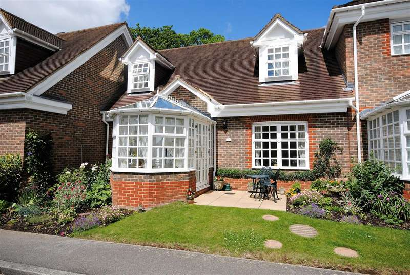 2 Bedrooms Property for sale in Whybrow Gardens, Berkhamsted