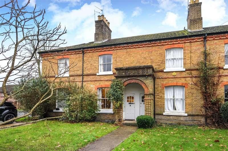 2 Bedrooms Terraced House for sale in Raglan Road, Knaphill, Woking, Surrey, GU21