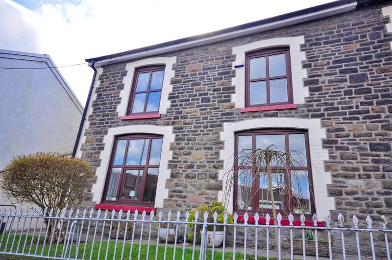 3 Bedrooms End Of Terrace House for sale in Hendrecafn Road, Penygraig, Tonypandy