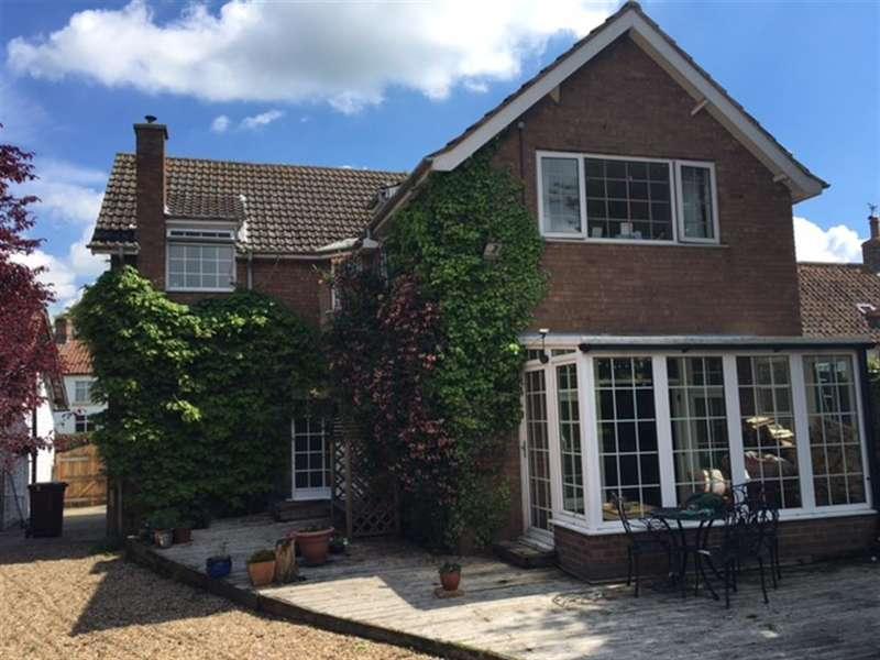 3 Bedrooms Detached House for sale in Main Street, Ganton, Scarborough, YO12 4NR
