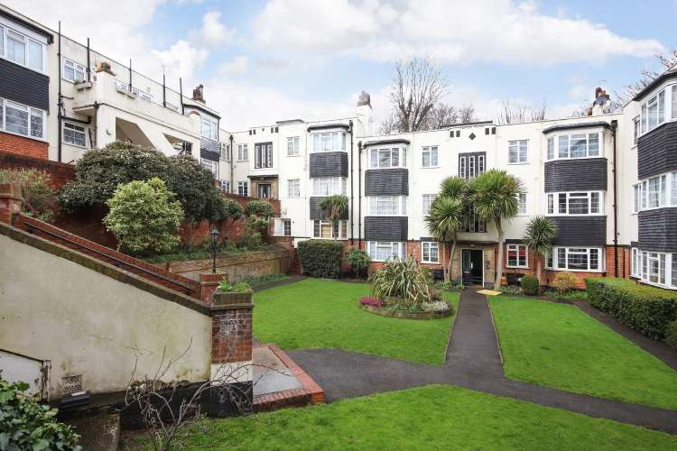 2 Bedrooms Flat for sale in Loampit Hill London SE13