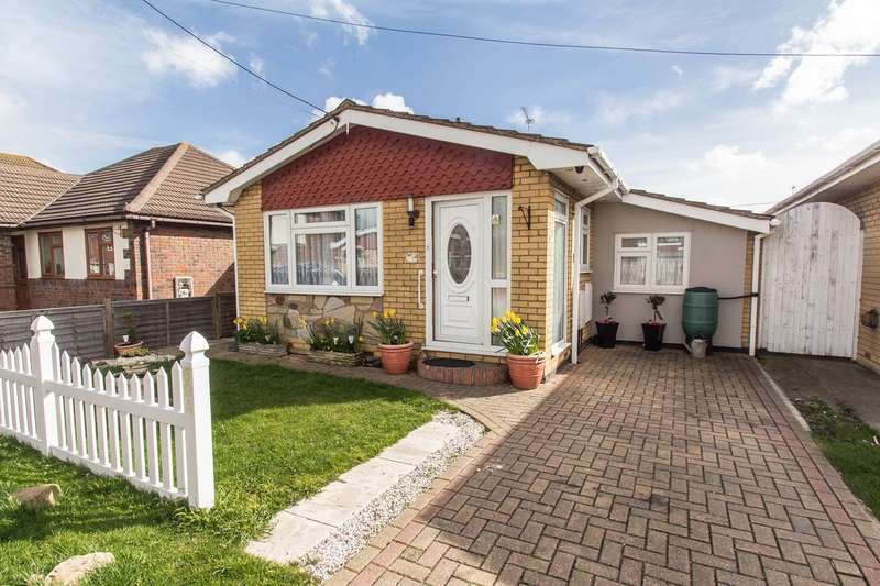 2 Bedrooms Detached Bungalow for sale in Gafzelle Drive, Canvey Island, SS8