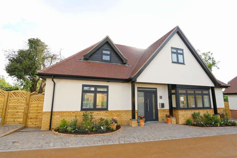 3 Bedrooms Chalet House for sale in Lynton Gate, Lynton Road, Hadleigh SS7