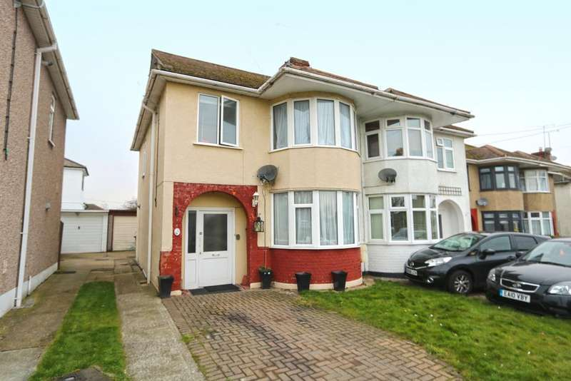 4 Bedrooms Semi Detached House for sale in Broadlands Avenue, Hockley, Essex