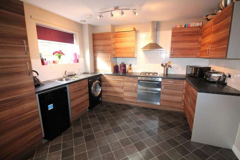 4 Bedrooms Semi Detached House for sale in Vale Street, Darwen
