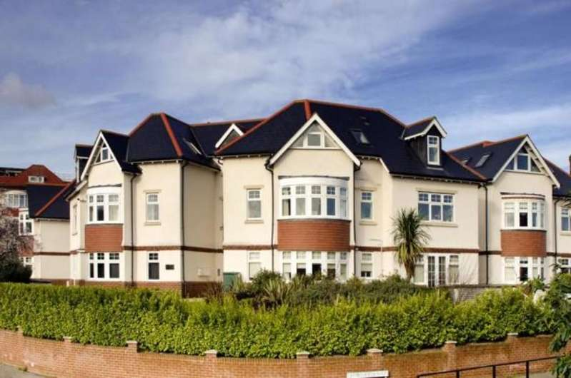 2 Bedrooms Apartment Flat for sale in Falcon Heights, Birds Hill Road, Poole