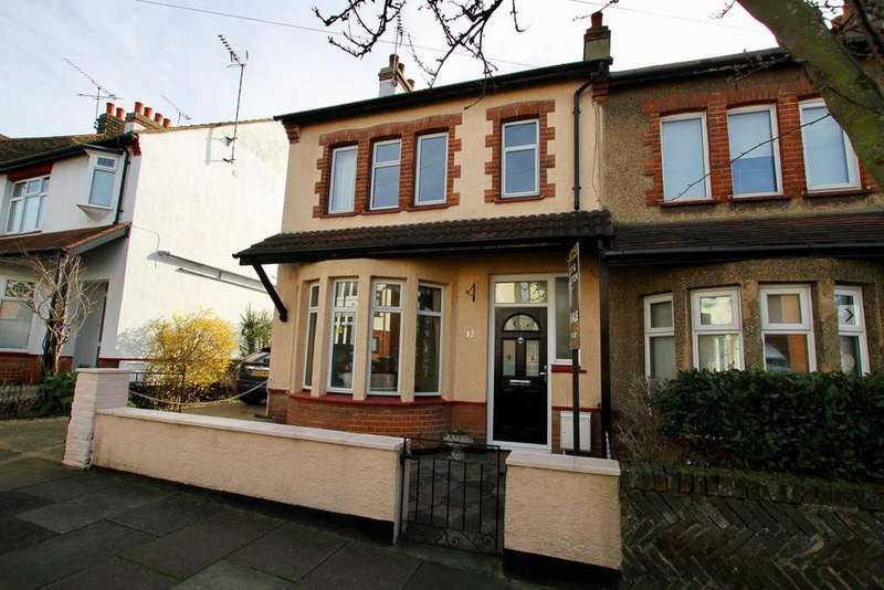 3 Bedrooms Semi Detached House for sale in Westcliff Drive, Leigh-On-Sea