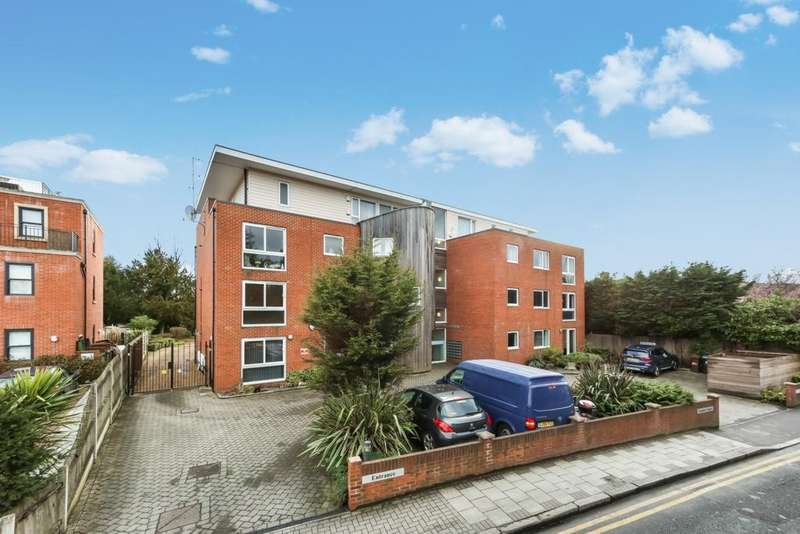 2 Bedrooms Flat for sale in Plaistow Lane, Bromley, BR1