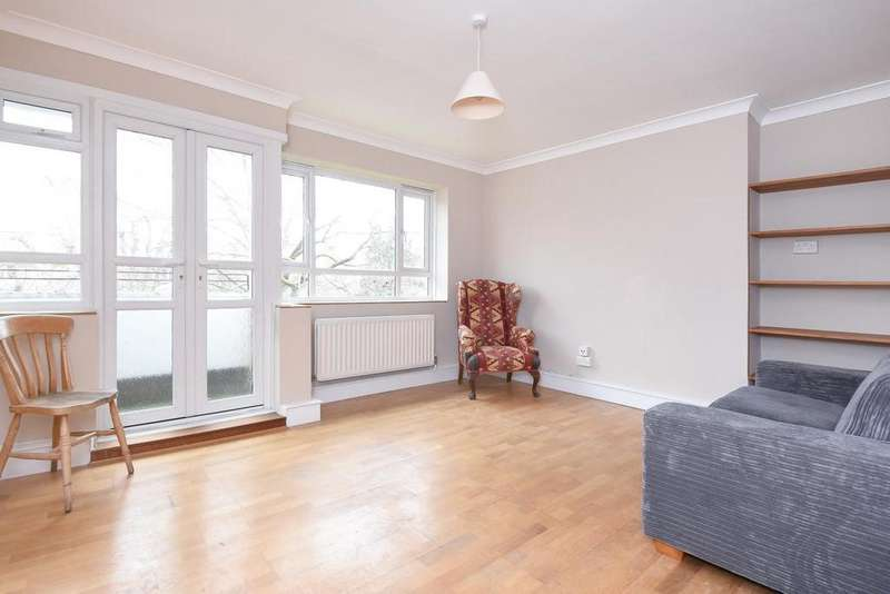 3 Bedrooms Flat for sale in Esher Gardens, Southfields