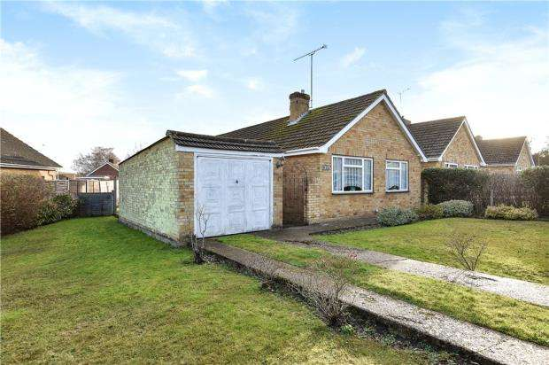 3 Bedrooms Detached Bungalow for sale in Farm View, Yateley, Hampshire