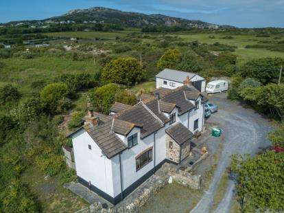 3 Bedrooms Detached House for sale in Mountain, Holyhead, Sir Ynys Mon, LL65