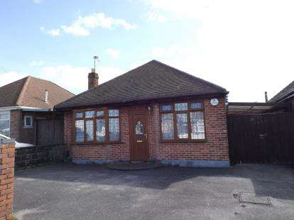 2 Bedrooms Bungalow for sale in Wallisdown, Poole