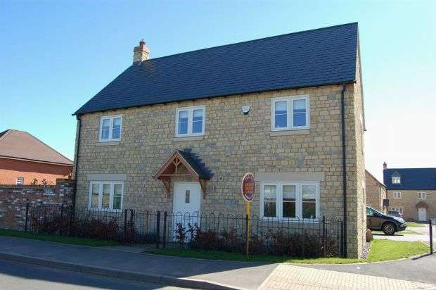 4 Bedrooms Detached House for sale in Stratford Road, Roade, Northampton NN7 2NJ