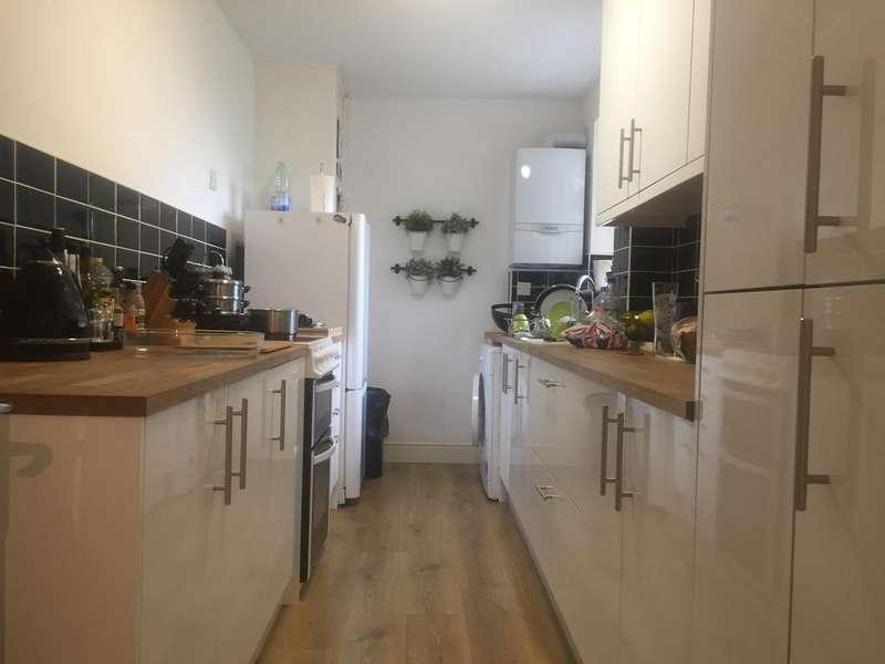 2 Bedrooms Apartment Flat for sale in Ferguson Court, Romford RM2