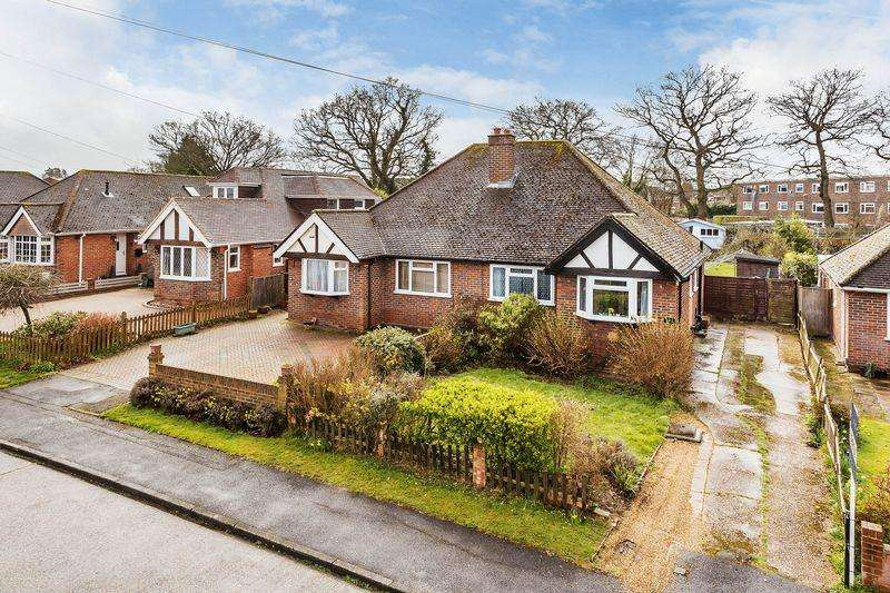 2 Bedrooms Bungalow for sale in Saffron Platt, Guildford