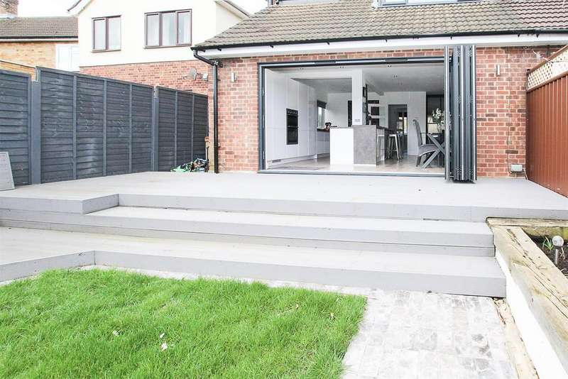 2 Bedrooms Semi Detached House for sale in Karen Close, Brentwood