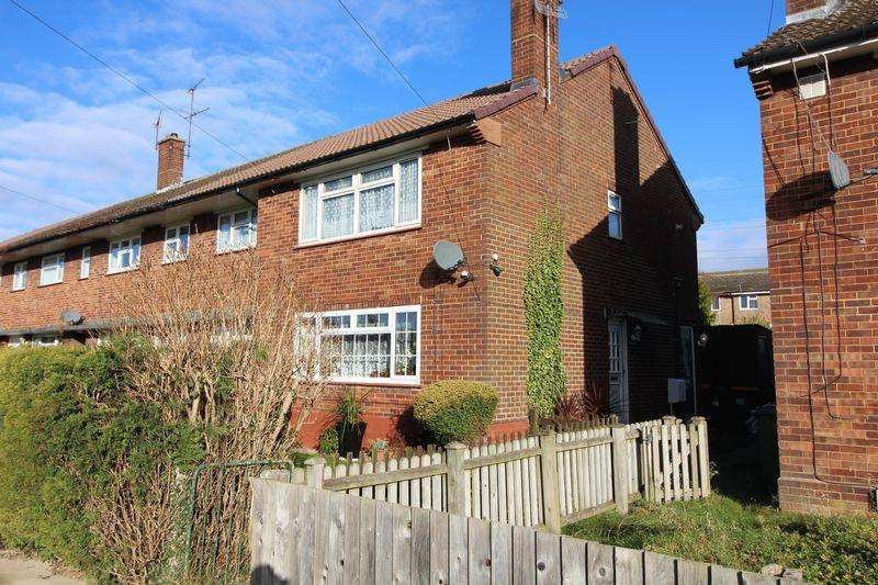 2 Bedrooms Maisonette Flat for sale in Ground Floor Flat with private garden on Graham Road, Dunstable