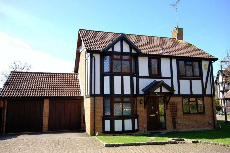 4 Bedrooms Detached House for sale in Shire Close, Bagshot