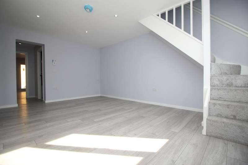 4 Bedrooms End Of Terrace House for sale in Walsham Close London SE28