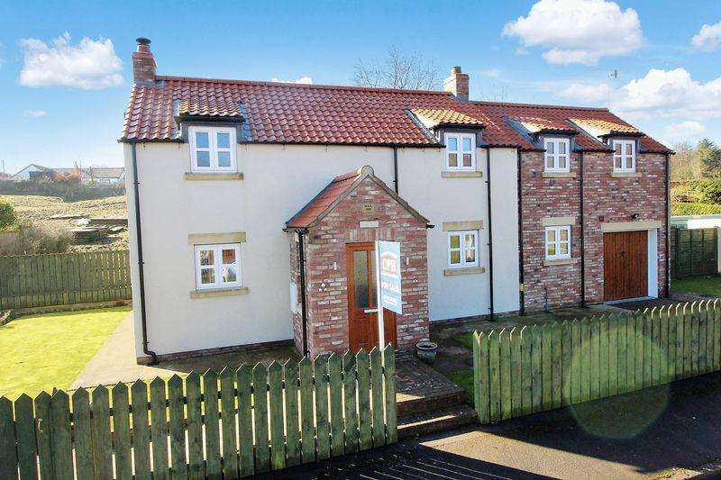 3 Bedrooms Detached House for sale in St. Helens Lane, Reighton, Filey