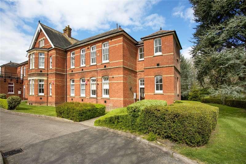 2 Bedrooms Flat for sale in St Leonards, Oak Tree Way, Horsham, West Sussex, RH13