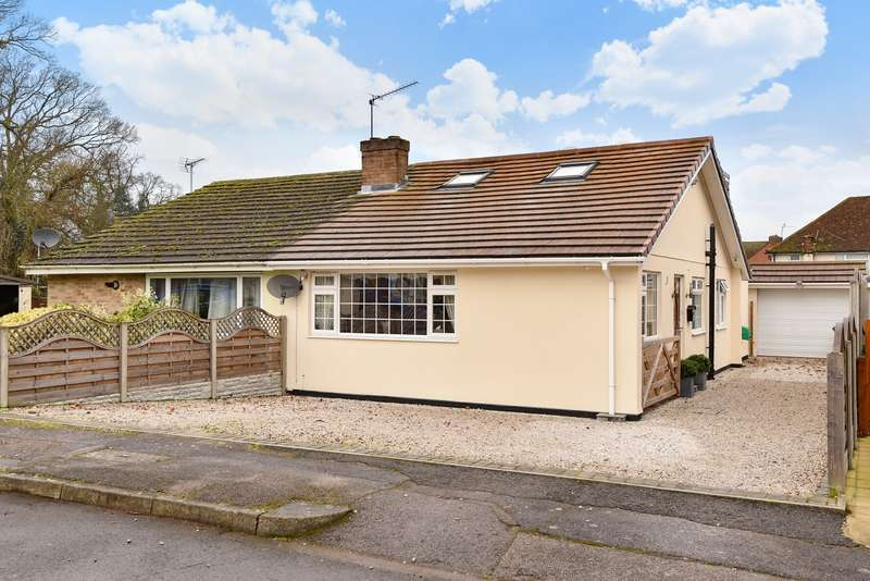 4 Bedrooms Bungalow for sale in Denman Drive, Ashford, TW15