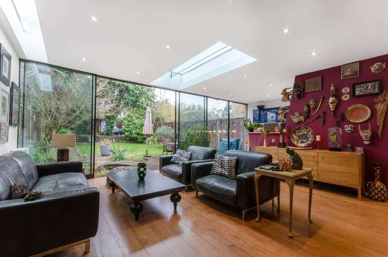4 Bedrooms House for sale in Chanctonbury Way, Woodside Park, N12
