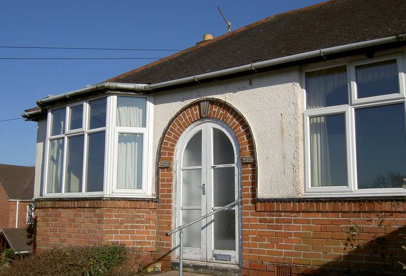 2 Bedrooms Semi Detached Bungalow for sale in Birmingham Road, Lickey End, Bromsgrove, B61