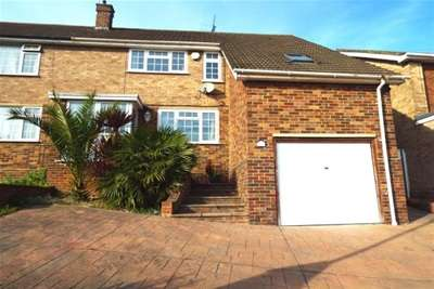 5 Bedrooms House for rent in Lonsdale Drive, Rainham