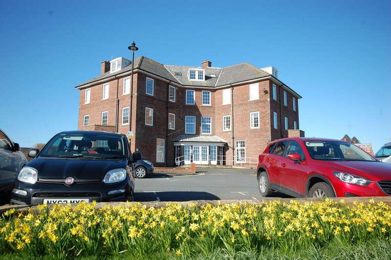 2 Bedrooms Ground Flat for sale in 19, Royal Crescent, Whitby YO21