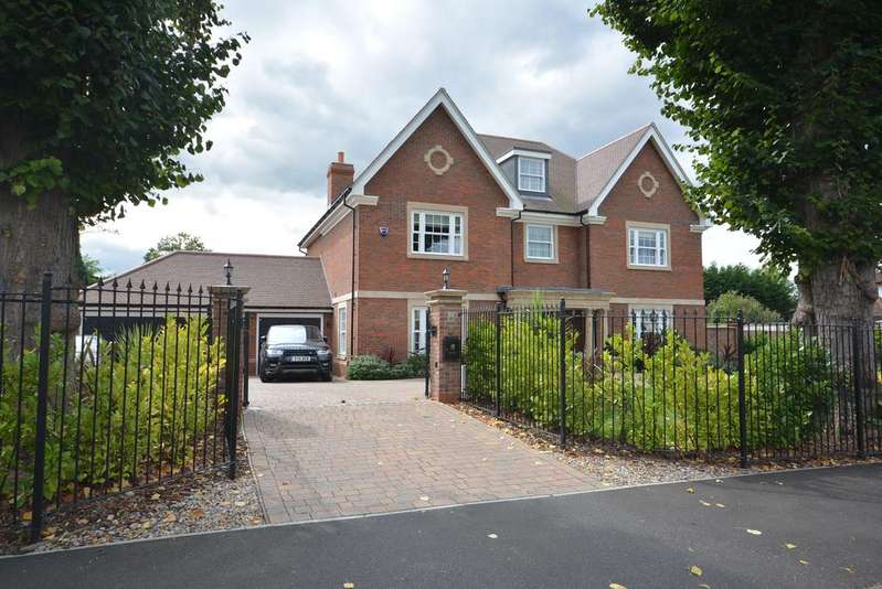7 Bedrooms Detached House for sale in Herbert Road, Emerson Park, Hornchurch RM11