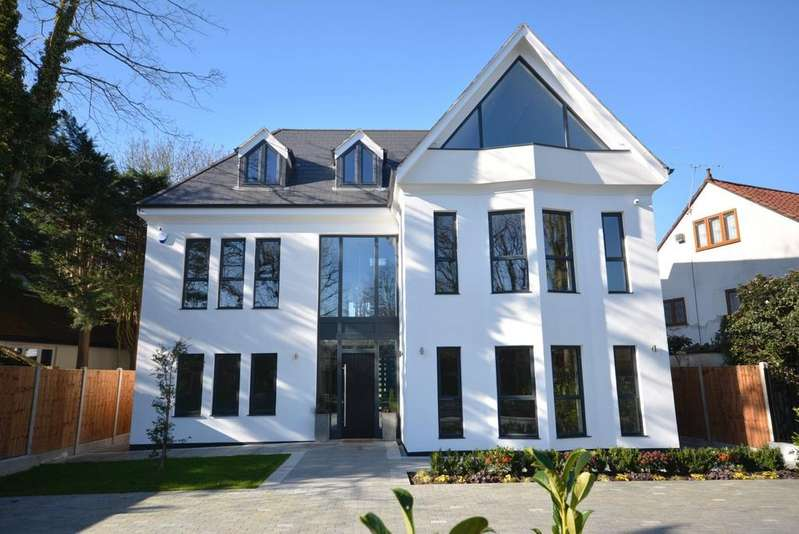 7 Bedrooms Detached House for sale in Nelmes Way, Emerson Park, Hornchurch RM11