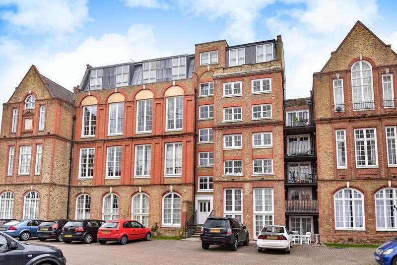 2 Bedrooms Flat for sale in Albany Road, Camberwell