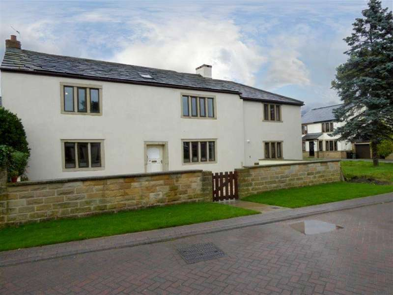 4 Bedrooms Cottage House for sale in Holme Farm Court, New Farnley, Leeds, West Yorkshire, LS12