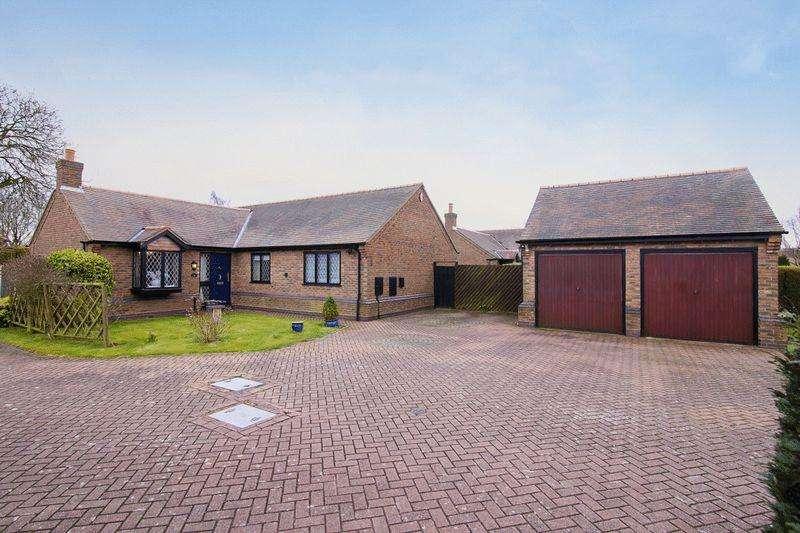 3 Bedrooms Detached Bungalow for sale in Dunton Close, Four Oaks, Sutton Coldfield