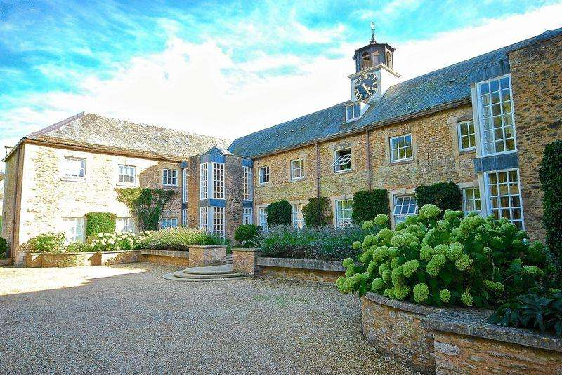 2 Bedrooms Apartment Flat for sale in Bruton - Between Castle Cary and Frome