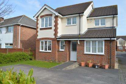 4 Bedrooms Detached House for sale in Throop, Bournemouth, Dorset
