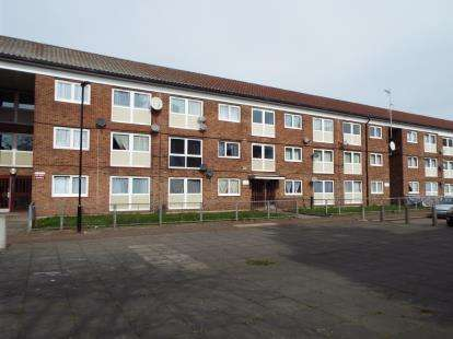 2 Bedrooms Flat for sale in East Ham, London