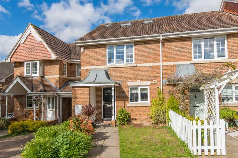 3 Bedrooms Terraced House for sale in Rogers Close, Cheshunt, Waltham Cross, Hertfordshire