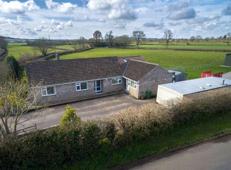 3 Bedrooms Detached Bungalow for sale in Mead Lane, North Wootton