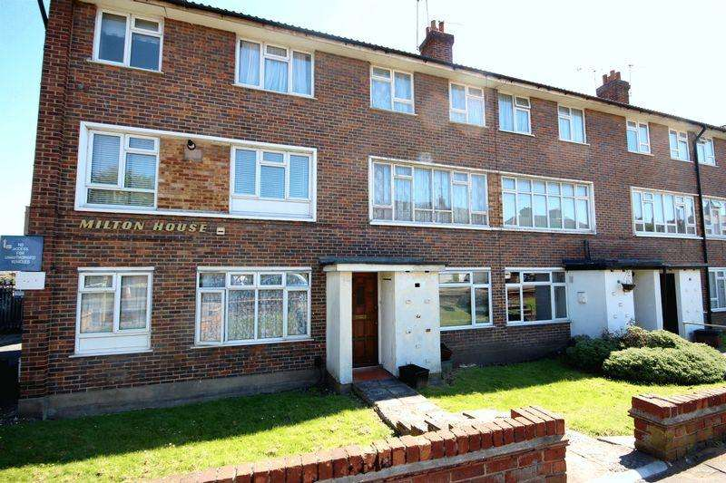 2 Bedrooms Maisonette Flat for sale in Bexley Lane, CRAYFORD