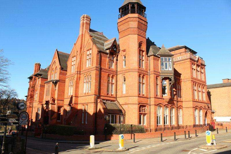 2 Bedrooms Apartment Flat for sale in Kingsland Bridge Mansions, Murivance, Shrewsbury, SY11JF