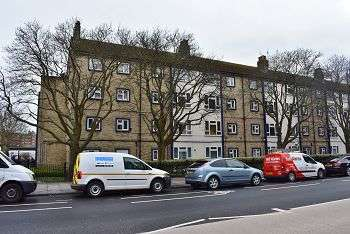 2 Bedrooms Flat for sale in Carter House, Queens Street, Portsmouth