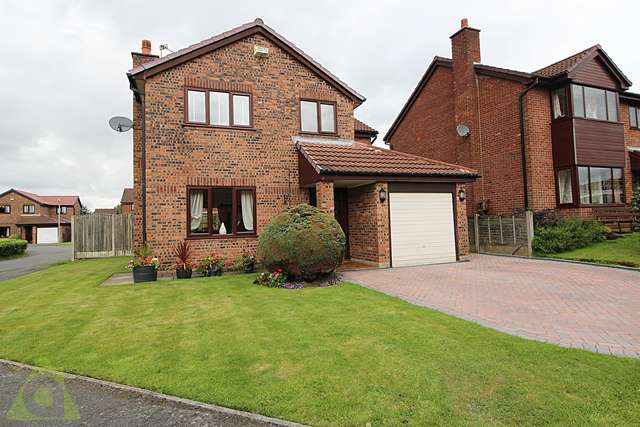 4 Bedrooms Detached House for sale in Whitsundale, Westhoughton BL5