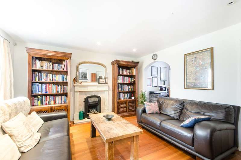 4 Bedrooms Semi Detached House for sale in Hadleigh Close, Wimbledon, SW20