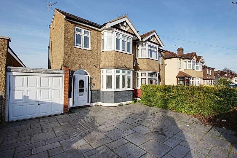 4 Bedrooms Property for sale in Aldersbrook Avenue, Enfield