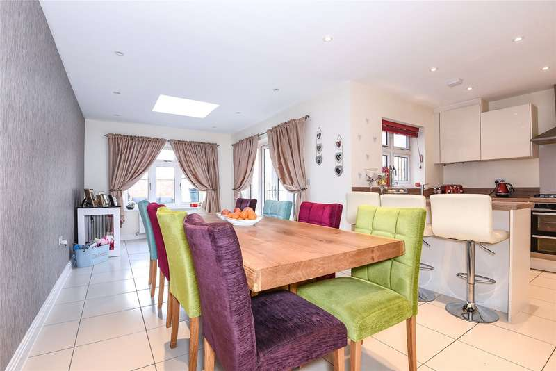 4 Bedrooms Town House for sale in The Orangery, Earley, Reading, Berkshire, RG6